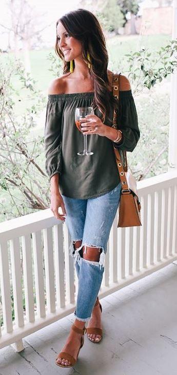 fd162e3c1844 spring trends   off shoulder top + bag + boyfriend jeans + heels Oblečenie  Na Leto