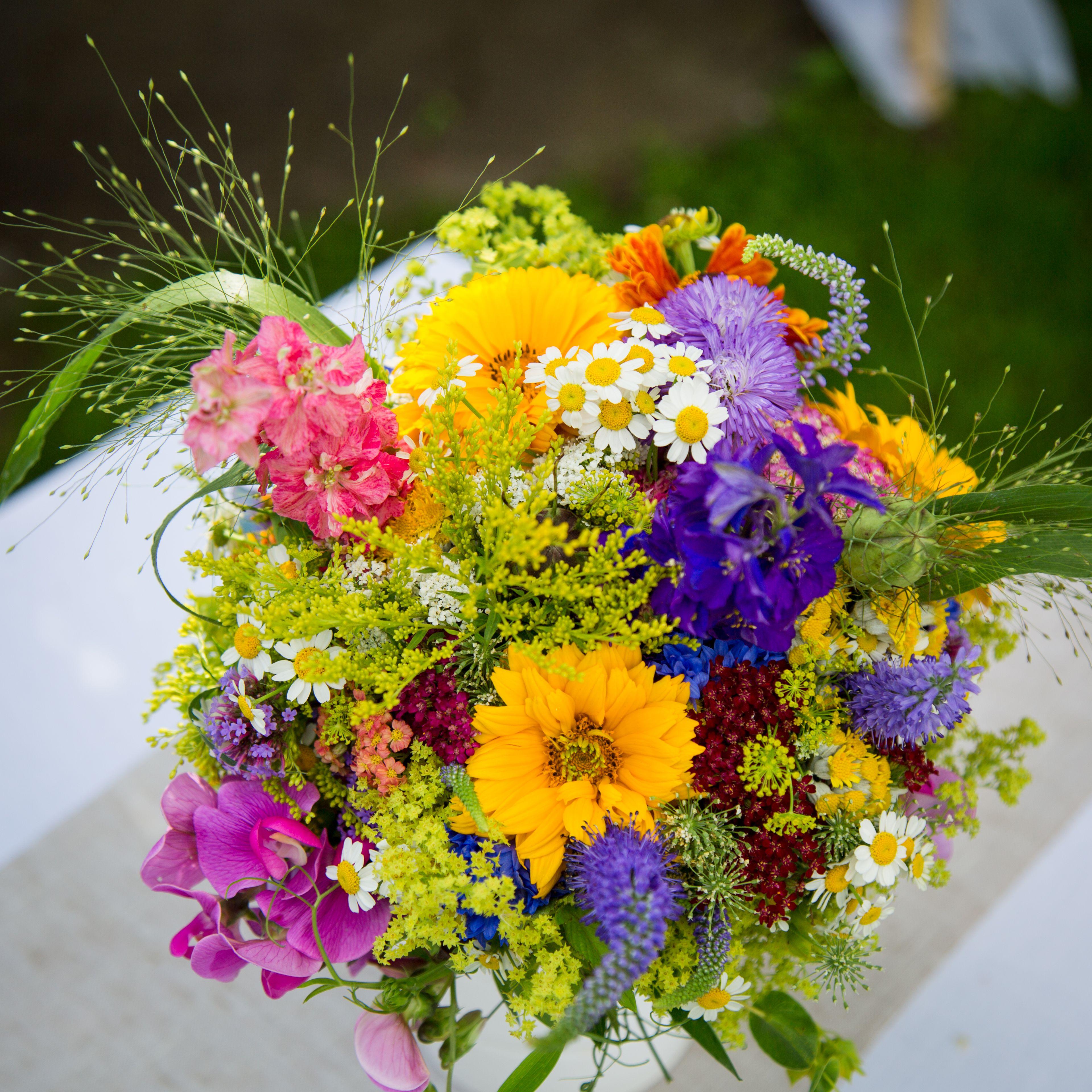 Sommerhochzeit Brautstrauss Wiesenblumen Buchete In 2019 Wedding