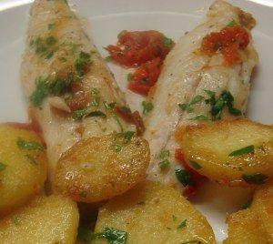 Filetti di branzino con patate e pomodorini