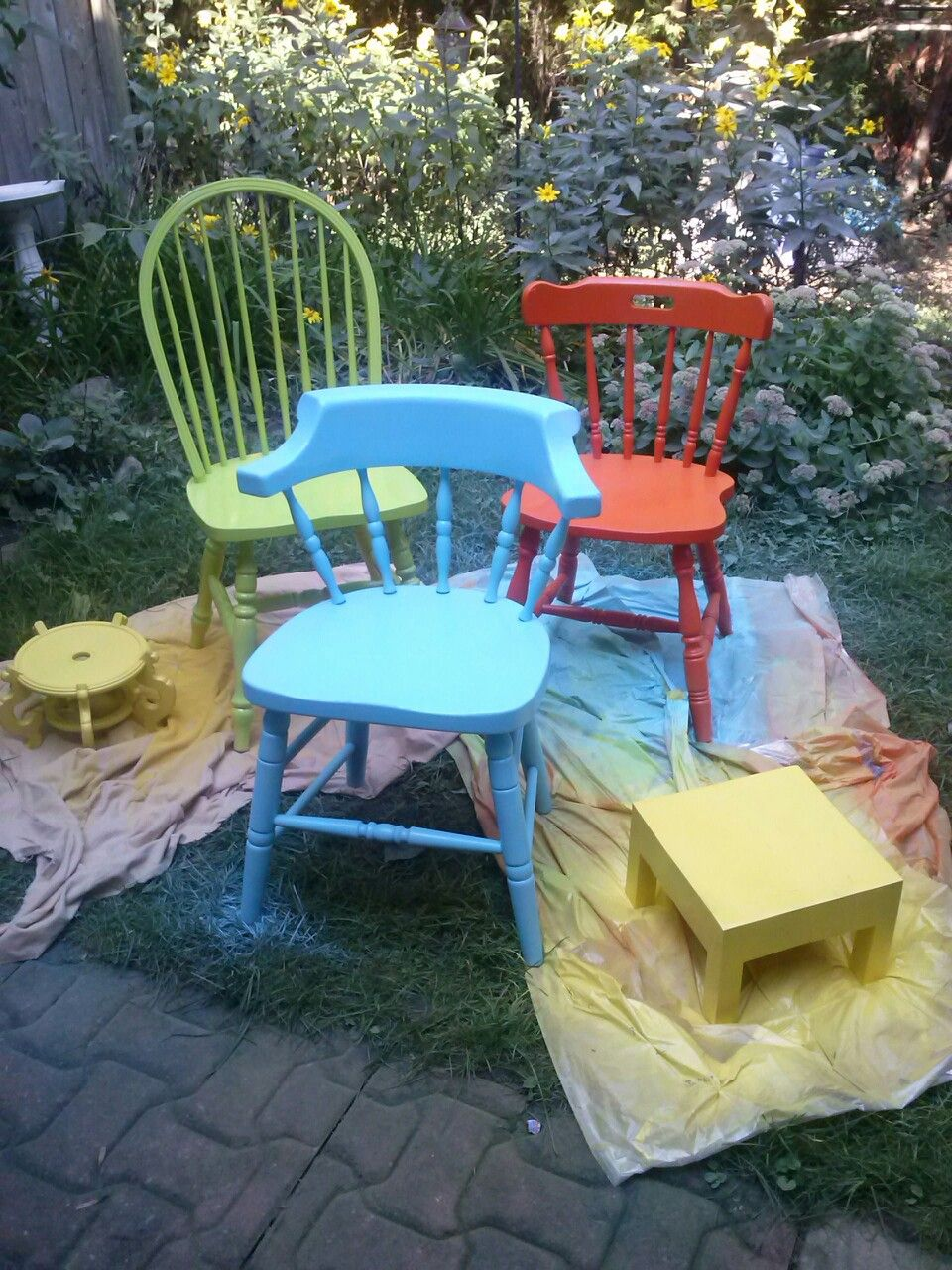 Old wooden chairs and outdoor furniture spray paint. I ...