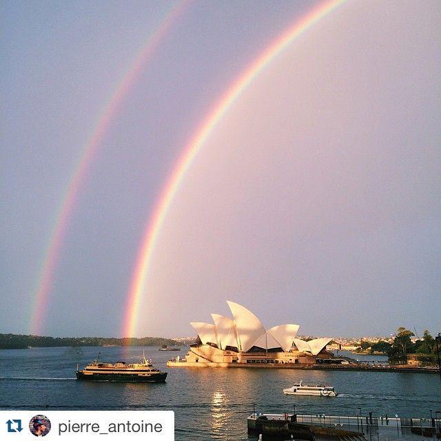 #Repost @pierre_antoine maakte zoals vele anderen in Sydney een foto van de prachtige dubbele regenboog die vandaag te zien was in de stad.  #wow #doublerainbow #sydney