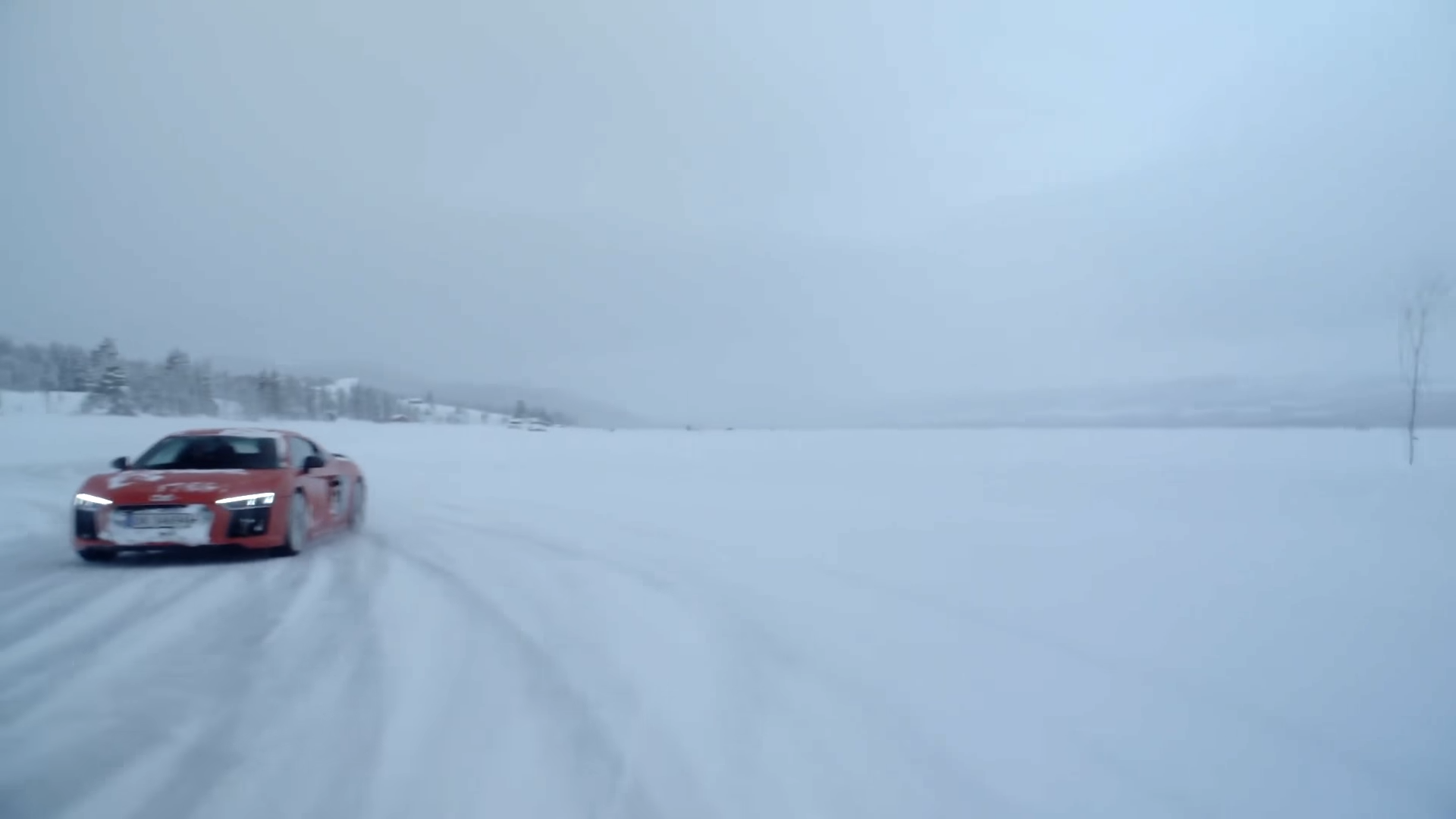 VIDEO Audi R8 V10 snow drifts with other supercars