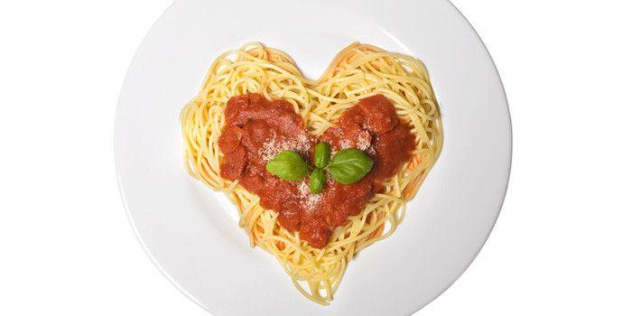 Rezept: Spagetti für Verliebte (tolle Idee ohne großen Aufwand oder in letzter Minute, einfach Spagetti kochen, Tomatensauce und fertig)