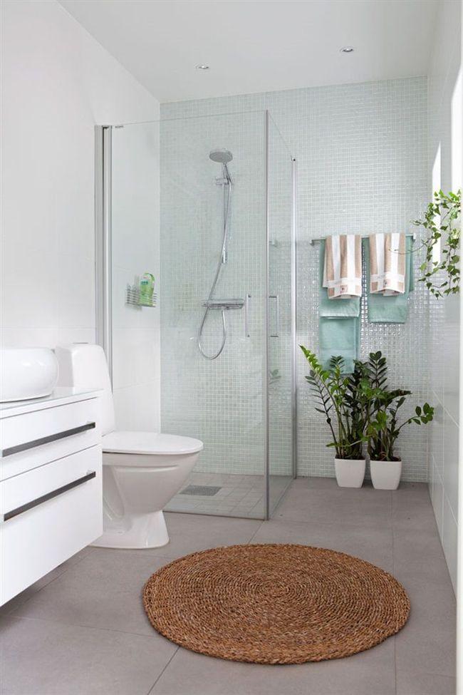 bao azulejos blancos ducha fija y manual ambas cosas a la vez me gusta