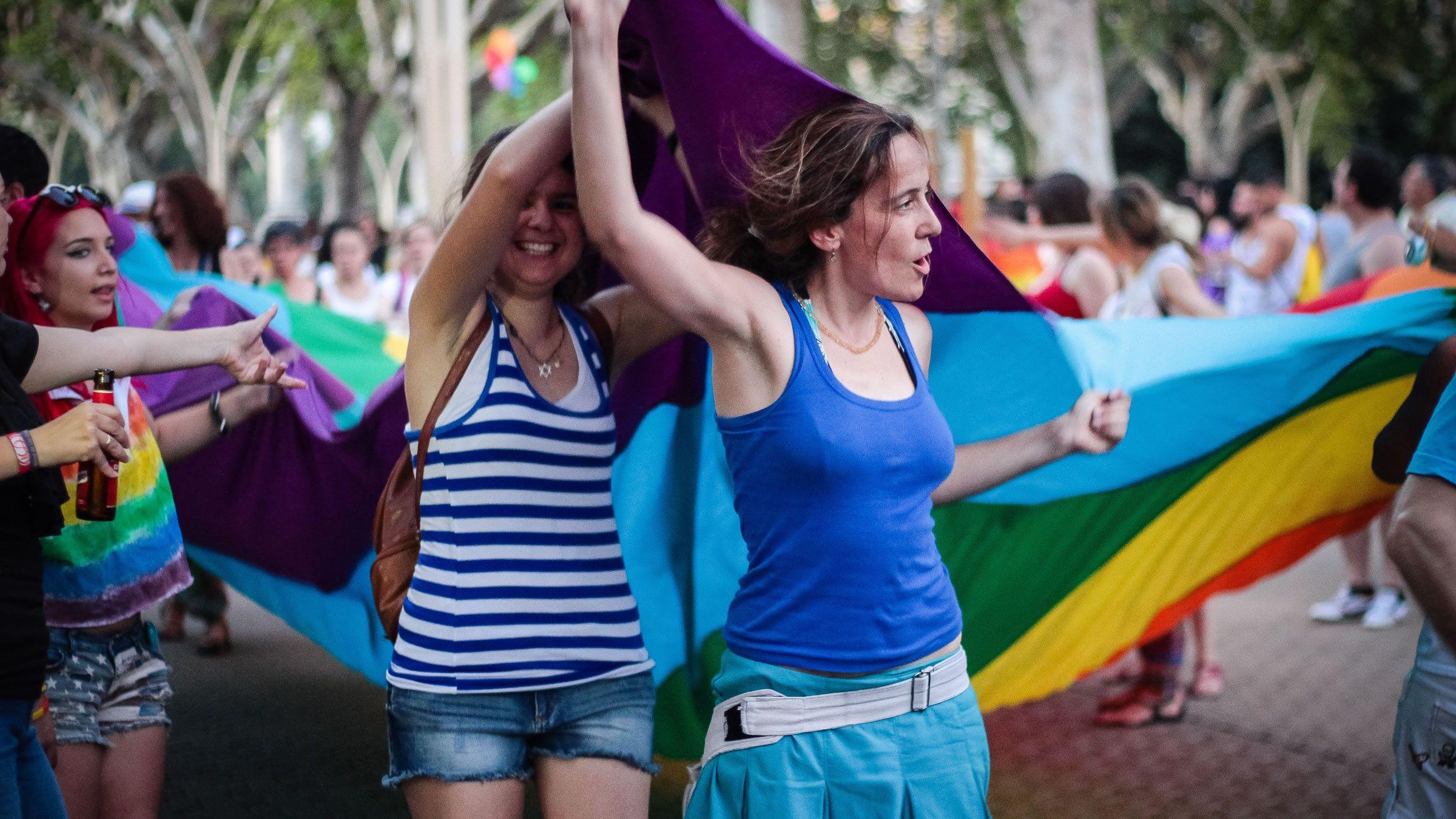 Un recorrido por las ciudades en las que se rodó Sense8 . Angeles gay