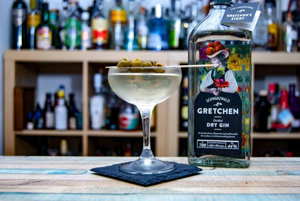 6 Cl Gretchen Gin 2 Cl Trockener Wermut 1 Cl Olivenlake Eventuell