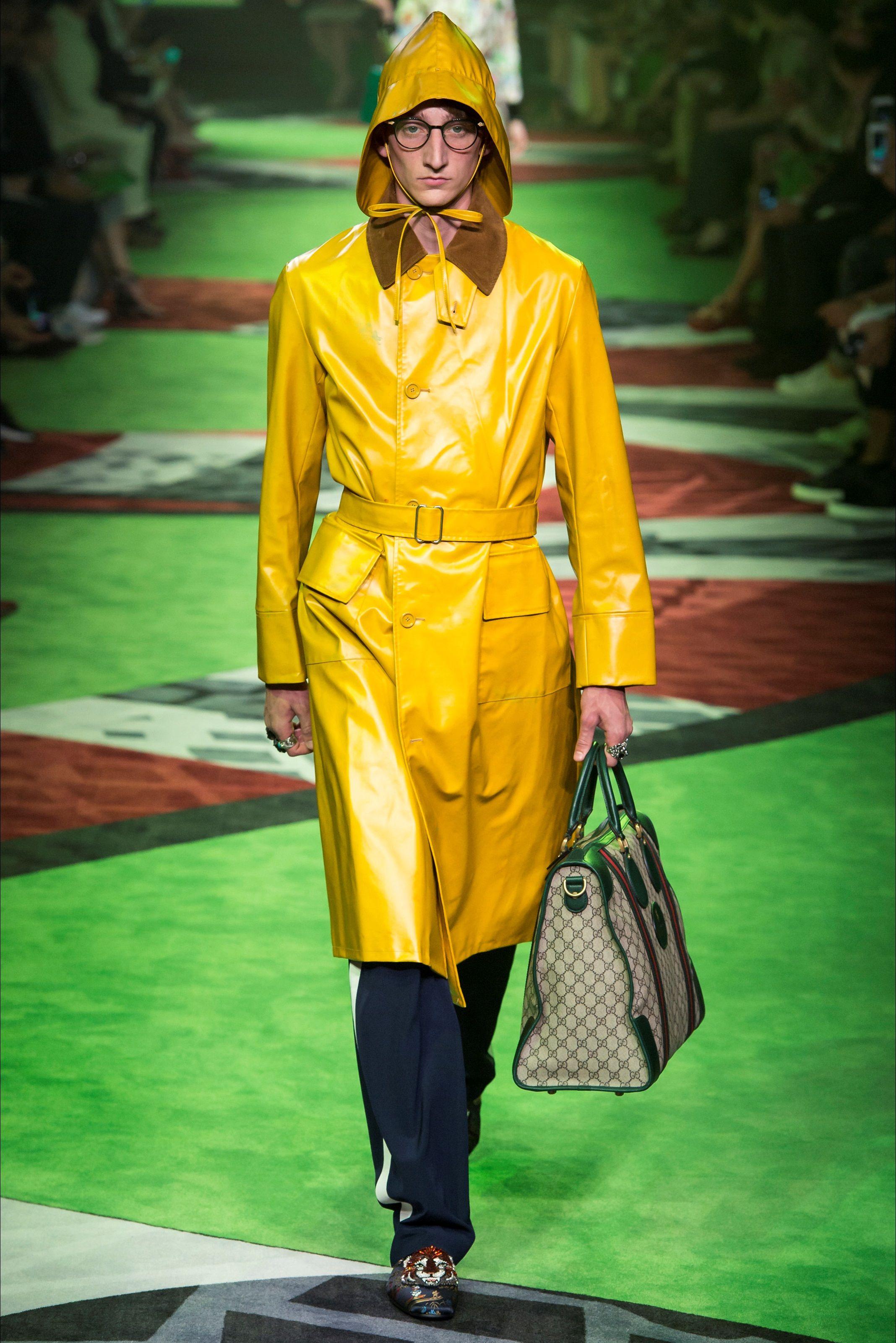 Sfilata Moda Uomo Gucci Milano - Primavera Estate 2017 - Vogue ... 7d1a00db495
