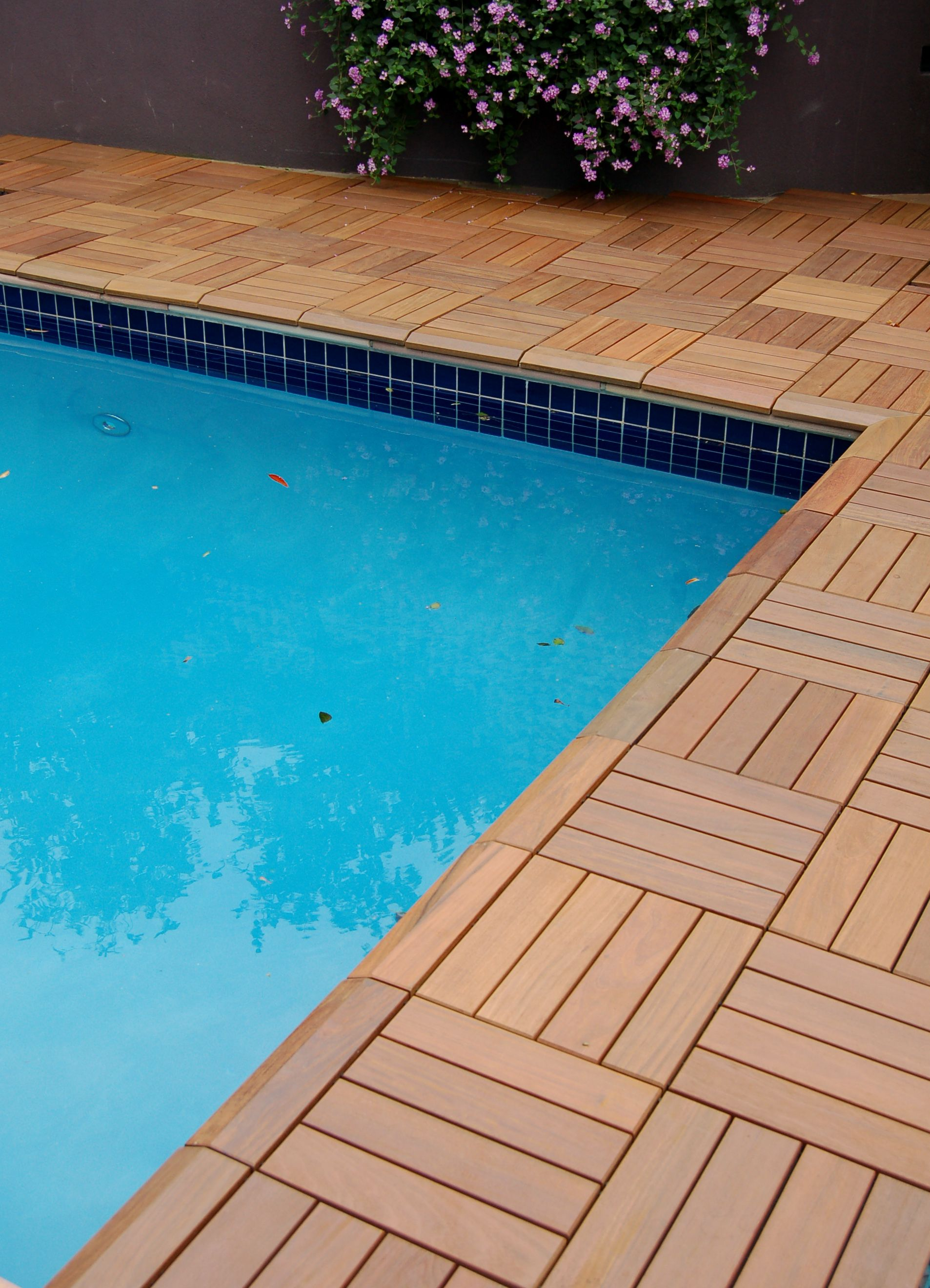 SwiftDeck wood patio tiles right to the pool edge