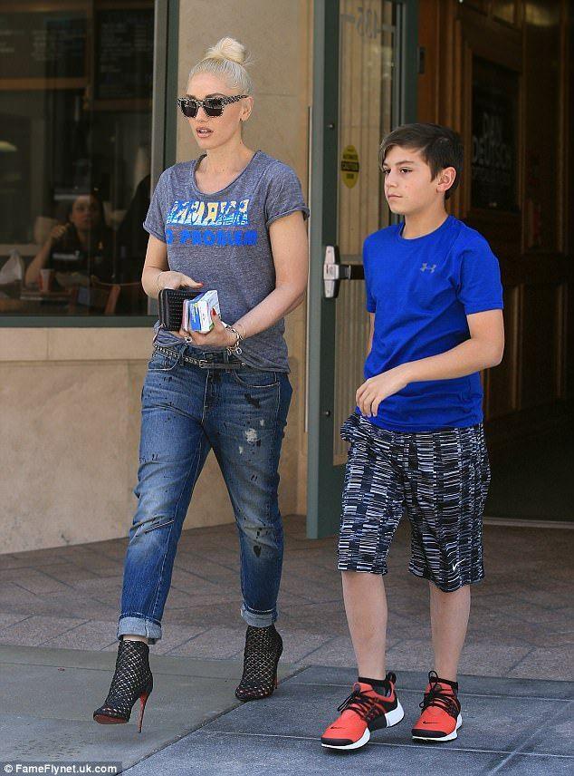 9fabbbf3f37f Gwen Stefani rocks Jamaica no problem tee as she runs errands with son