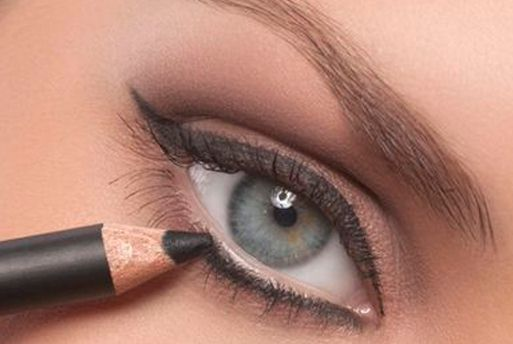 Trucos de maquillaje para disimular los párpados caídos | Estilizadas