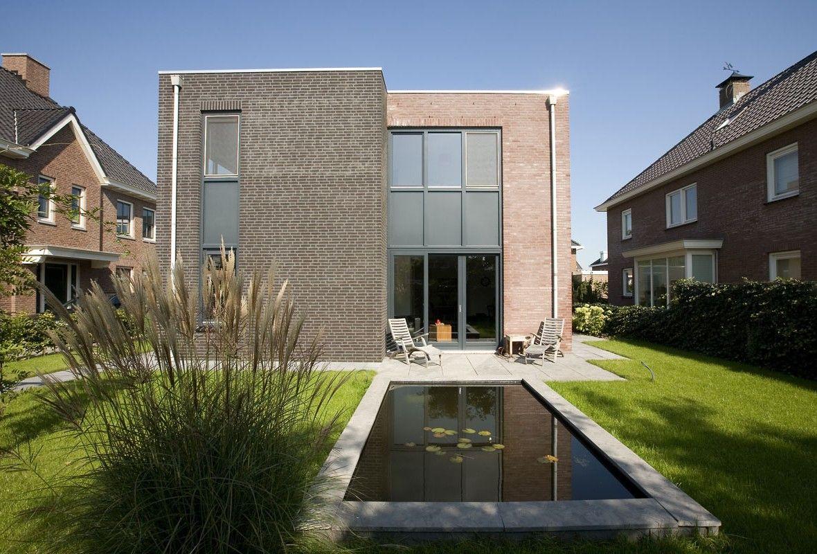Villa leeuwenhoek is een mooi voorbeeld van een kubistische villa met een zuivere lijnvoering