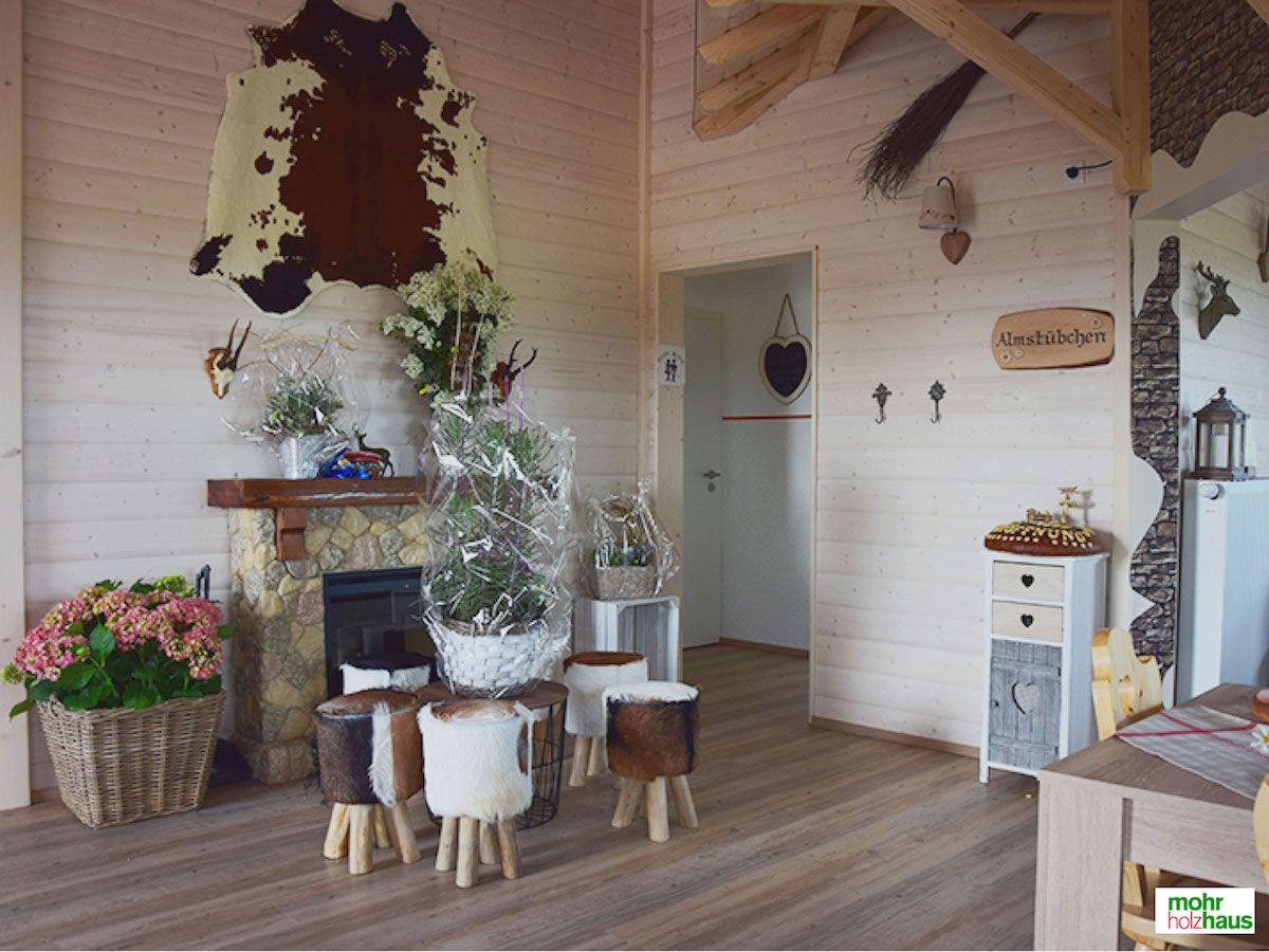 gastraum im modernen almstil biergarten fertighaus. Black Bedroom Furniture Sets. Home Design Ideas