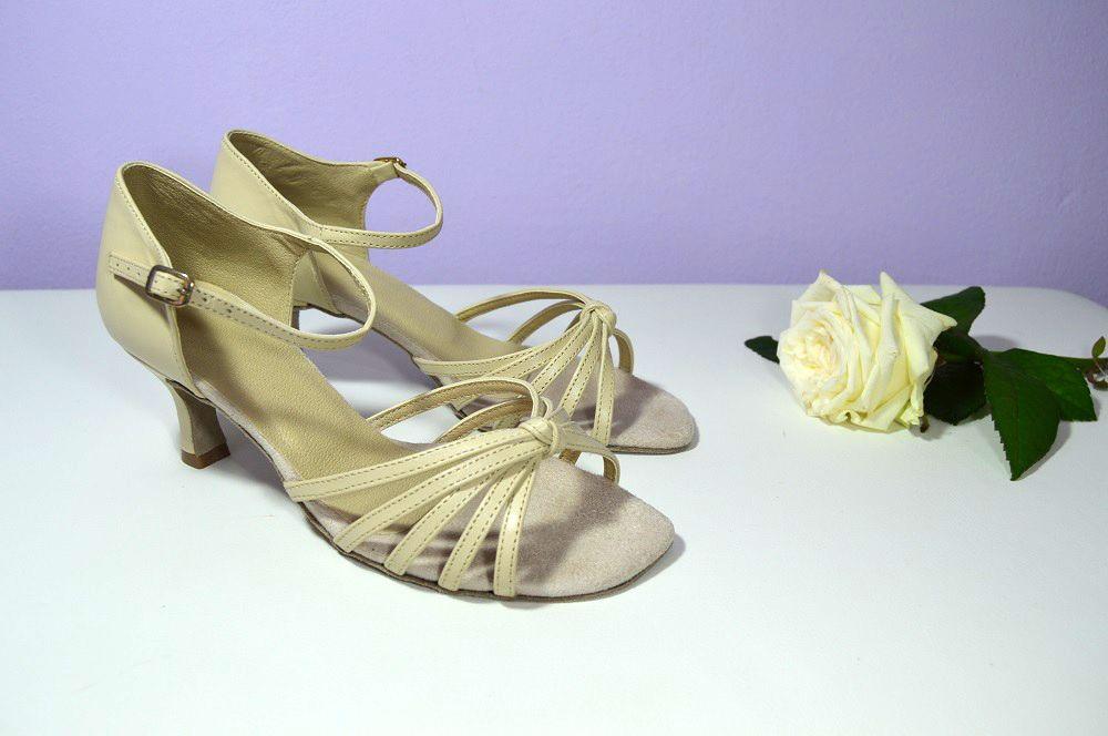 c9871636e2 Svatební sandálky antický styl z pravé kůže v barvě Ecru - krémová. Svadobné  sandálky z