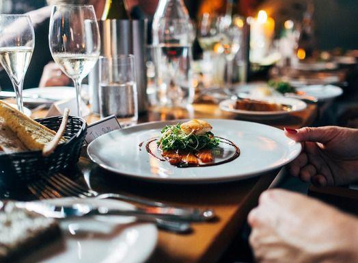 Gezond uiteten, wat te doen en bestellen in een restaurant als je wilt afvallen - Amber Albarda