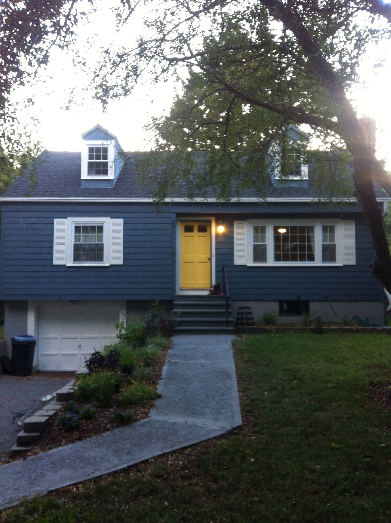 Yellow door and blue house google search home pinterest light blue houses yellow - Front door colors for blue house ...