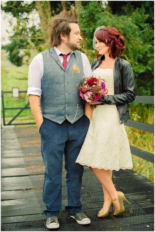 Short Lace Wedding Dress Gold Contrast Wedding Shoes Converse