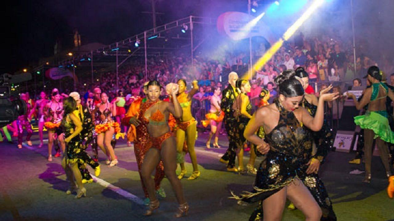 Así se vive en Cali la #FeriaDeCali y el #Salsodromo, bailarines, mujere...