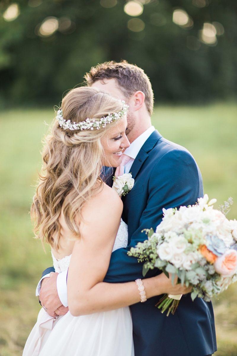 Die Brautfrisur mit einem Blumenkranz krnen  Darum