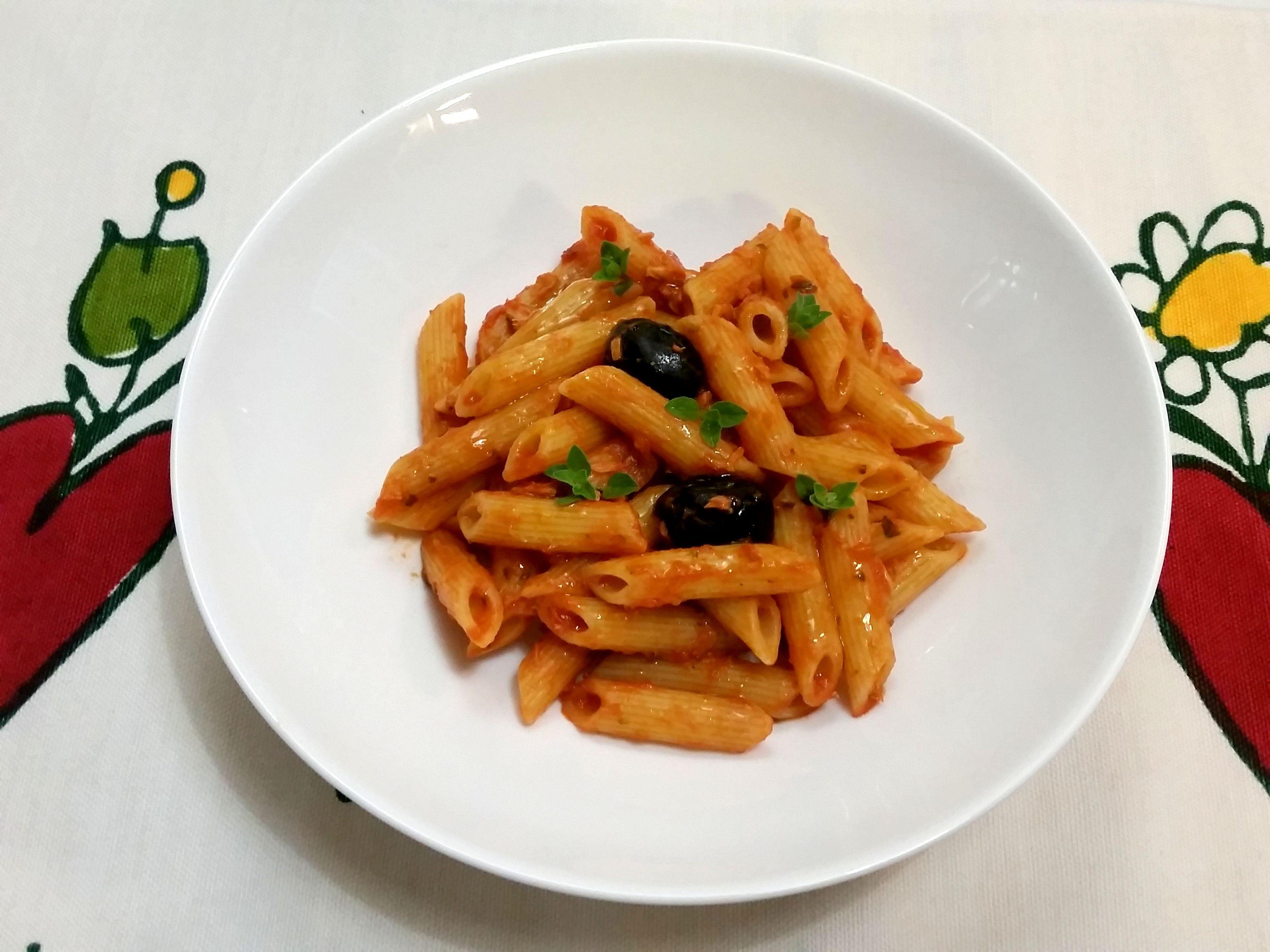 MY VEGAN COMFORT FOOD: PASTA AL POMODORO Almaverdebio OLIVE E ORIGANO http://www.bettinaincucina.com/2016/05/my-vegan-comfort-food/