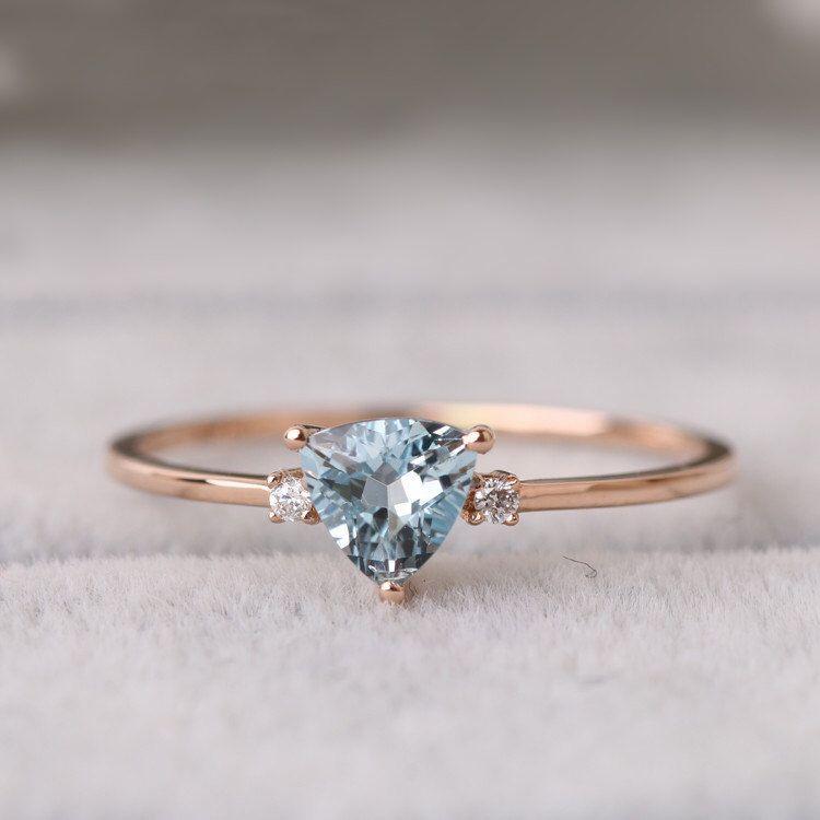 Sale Trillion cut aquamarine ring in solid 18k rose gold on a V