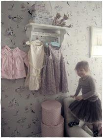 Lastenhuone♥         Tämä on siis Emman entinen huone.   Nykyisin tyttöjen nukkumishuone.   Koska tahtoivat poloisetnukkua samassa huonee...