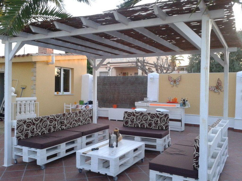 Un espacio chill out para el jard n o la terraza con for Muebles terraza madera