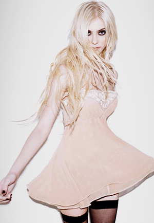 Taylor Momsen of The Pretty Rekles is a young woman who wears  this Dress  she Owns  Her style  shes the one to Watch  in 2014- 2015 is The star of the  21st  Century
