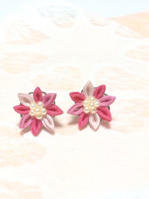 3色の花びらです。ぶどう と さざんか染めを使いました。お花の直径約 2㎝|ハンドメイド、手作り、手仕事品の通販・販売・購入ならCreema。