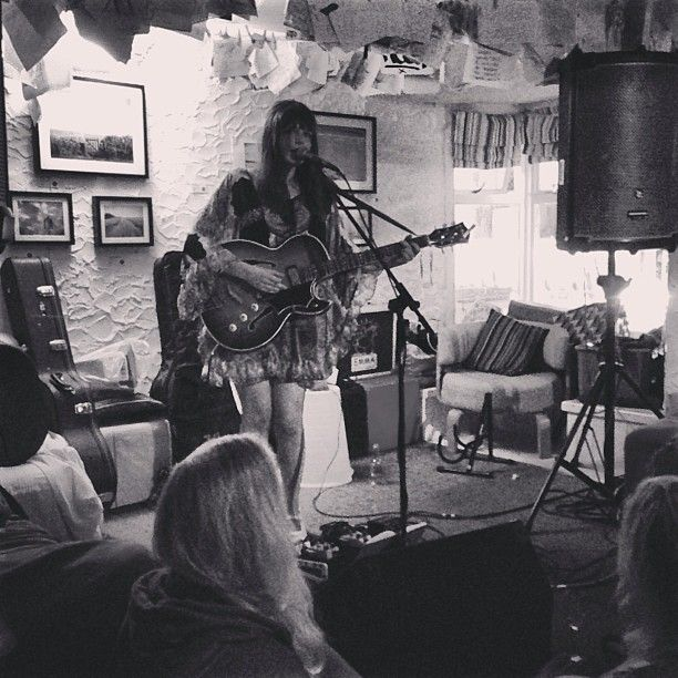 .@Penny Douglas People | Beautiful set by Alice Jemima at Cafe Irie! #fproadtrip #uk #cornwall