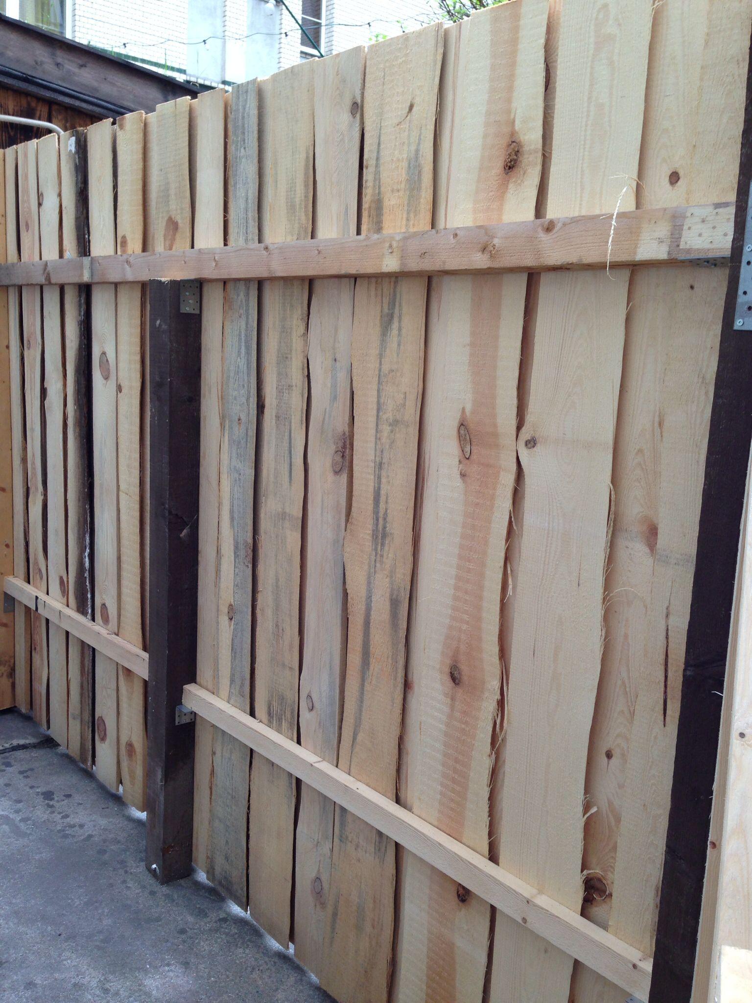 Bois Pour Brise Vue palissade en bois brute. (avec images) | aménagement jardin