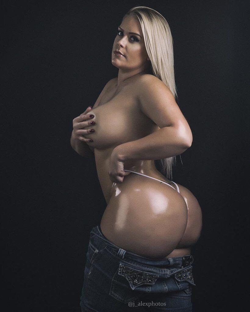 Hot sexy wet lesbians