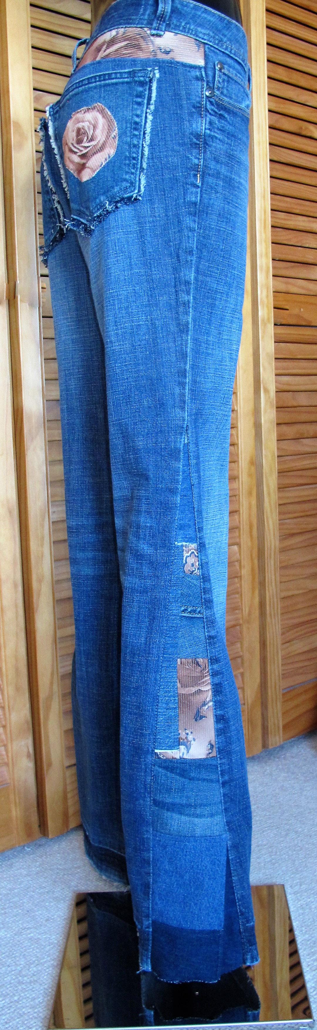 Jeans Hose Größe 38 Damen. Eine alte Jeans im Look der 70iger aufgepimmt. Schau auf meiner Seite :)recycelte Jeans Hose aus Alt mach Neu Look. Cordreste in dieser Hose verarbeitet. Sieht cool aus oder? Patchwork denim, , upcycling