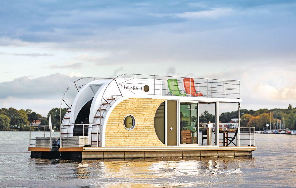 hausboot am werlsee in k penick sch ne ferienh user pinterest floating house and house. Black Bedroom Furniture Sets. Home Design Ideas