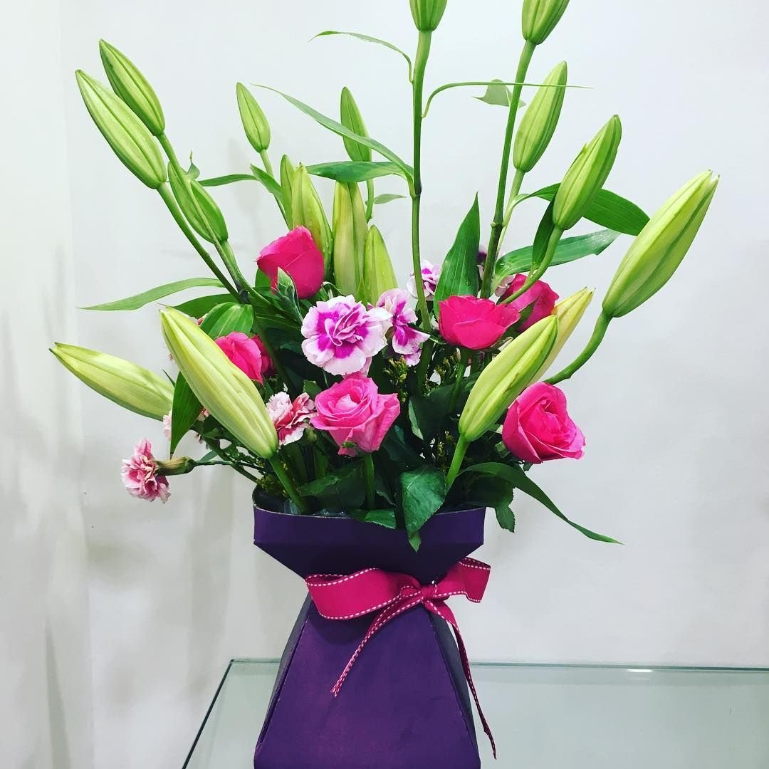 Send amazing box arrangement of carnations, lilies and