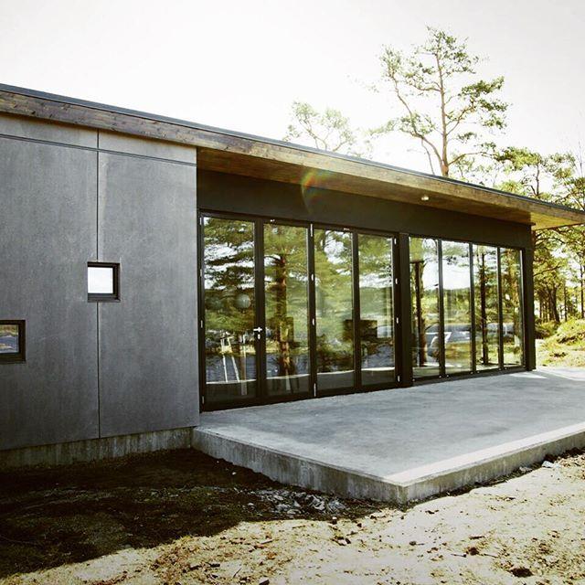 Nye hytte til leie i sommerparadis! Risøya! Nå venter hyttene på deg, tilgjengelig for leie fom 1. Juni!☀️☀️ www.risoya.no
