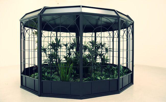 レアンドロ・エルリッヒ「見えない庭」2014年