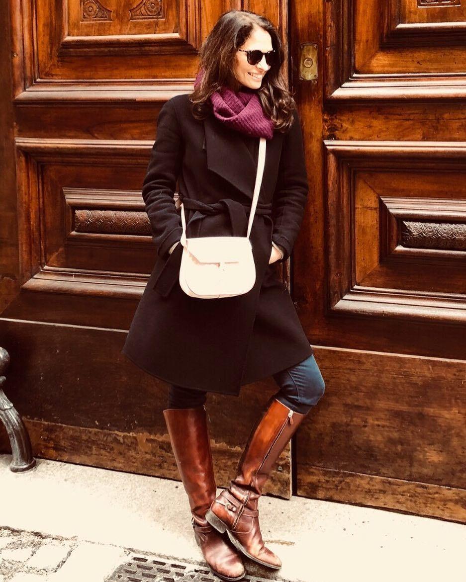 bc42f8bbc6c4 When you find a door that matches your boots! 😜 Italian handbag designer Alexandra  de