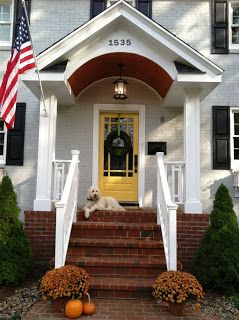Gray house yellow door benjamin moore golden groves - Gray house yellow door ...