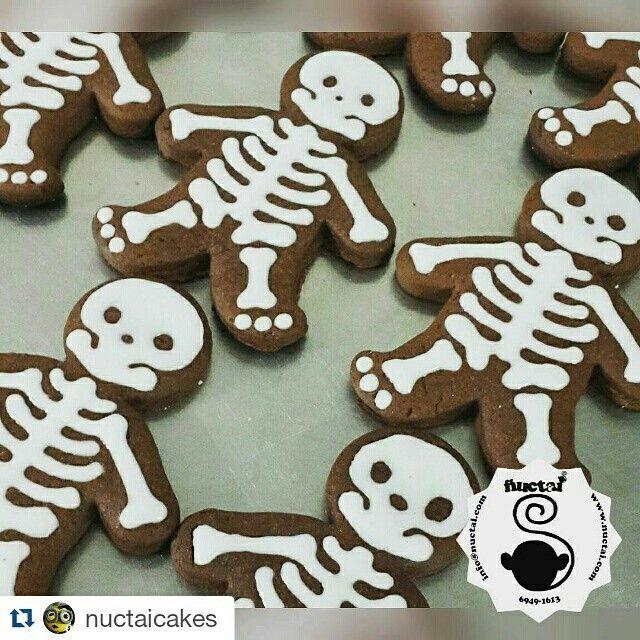 Happy Halloween /Feliz Dia de Brujas  Cookie dead man / Galleta esqueleto Galleta Esqueleto Pueden hacer sus pedido de Galletas de Esqueleto a info@nuctai.com ...  #panama #cakespanama #galletaspanama #fondantcake #homemade #ñuctai #nuctai #ñuctaicakes #nuctaicakes #cookies #galletas #pty #fondant #sugar #sugarcraft #sweet #panamá #panamácity #food #yumyyumy #cake #dulces #tortas #tortapanama #cupcakes #cookiedeadman #bodoo #galleesqueleto