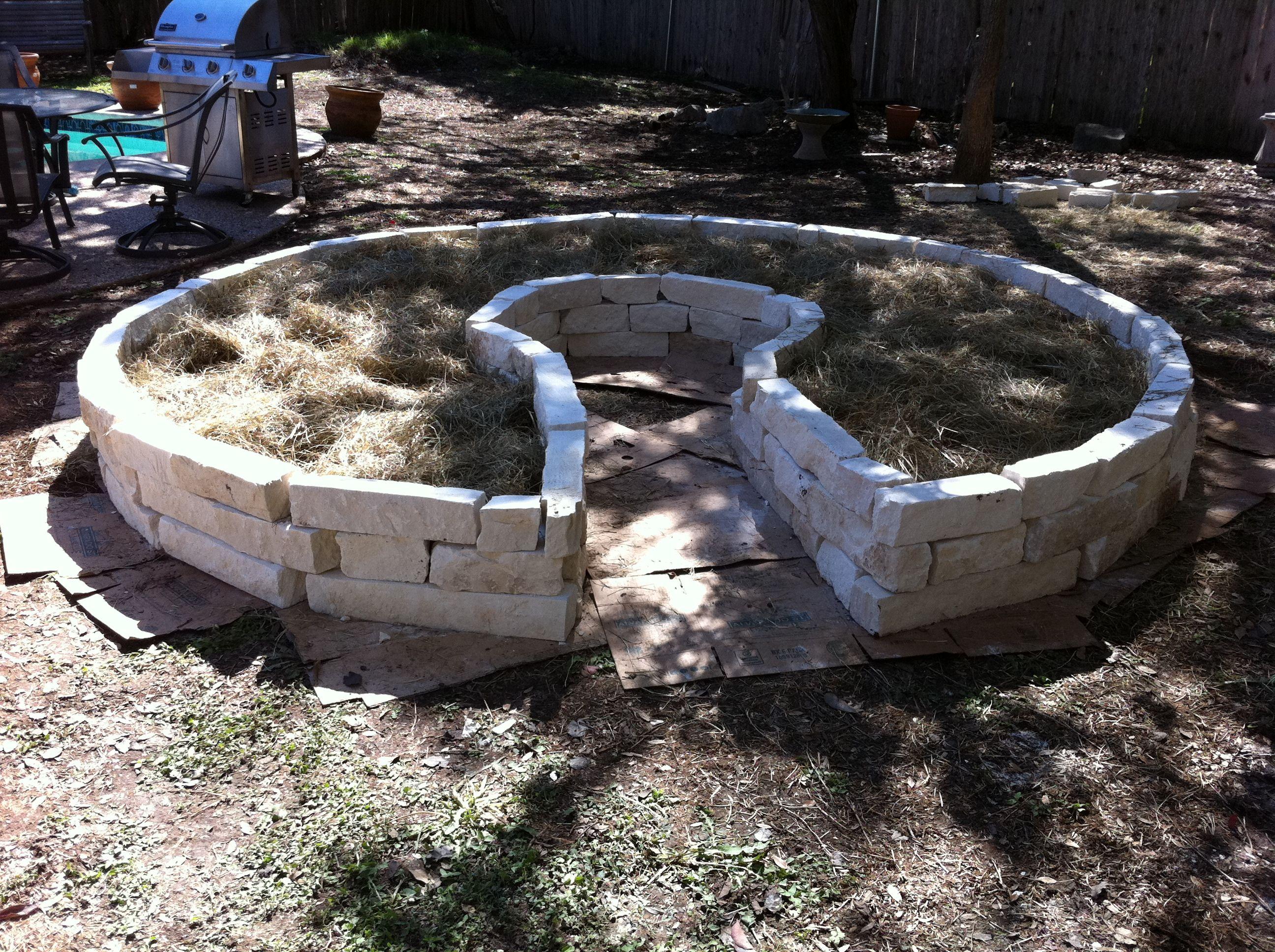 Building A Keyhole Garden Garden Design Flower Garden 400 x 300