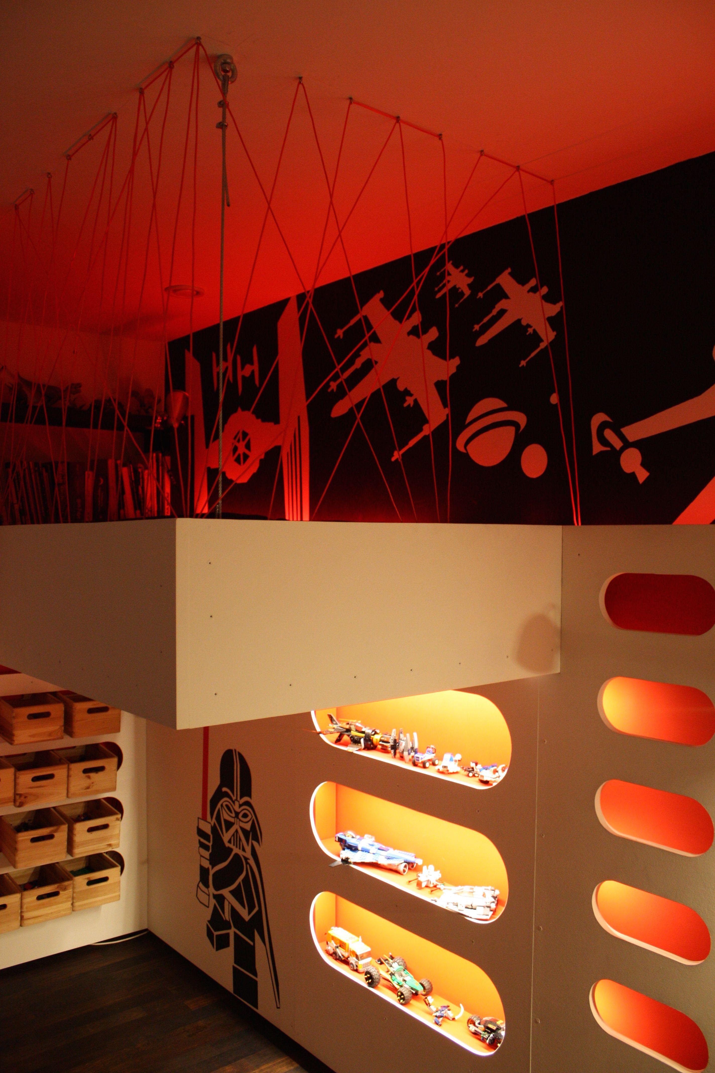Kinderzimmer Star Wars Indirekte Beleuchtung Vorwandinstallation Kosmos Weltall Flugzeuge Hochbett Mit Bildern Star Wars Kinderzimmer Kinder Zimmer Kinderzimmer