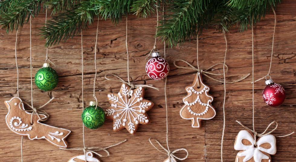 Albero Di Natale Decorato Con Biscotti.Belli Da Mangiare Buoni Da Appendere E Viceversa Decorate Il Vostro Albero Con I Biscotti Natalizi S Natale Artigianato Artigianato Decorazioni Di Natale