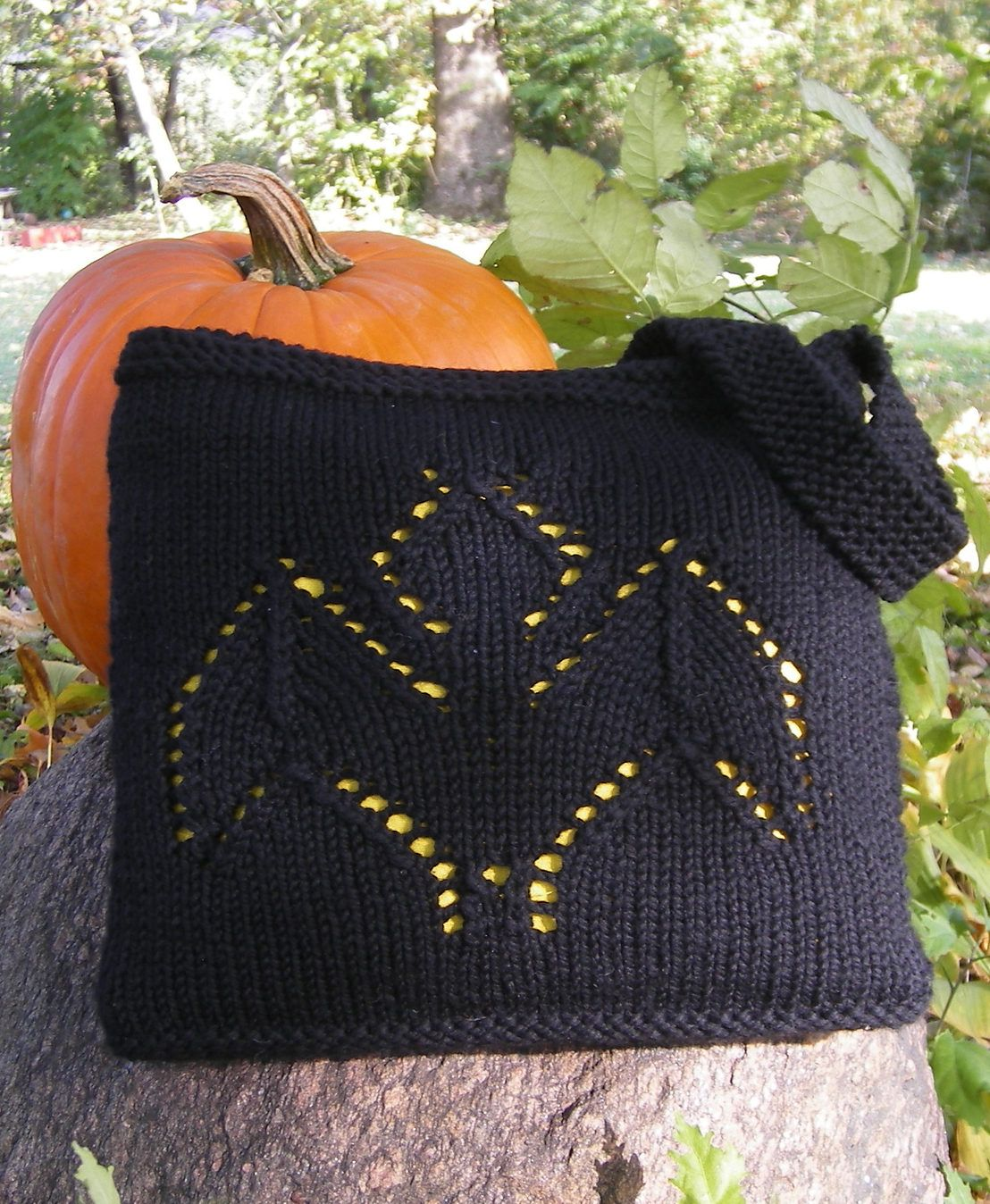 Free knitting pattern for going batty bag tote or treat bag with free knitting pattern for going batty bag tote or treat bag with bat motif bankloansurffo Gallery