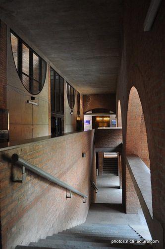 Mdc Iima Ahmedabad Anantraje 007 Louis Kahn Indian Institutes Of Management Brick Architecture