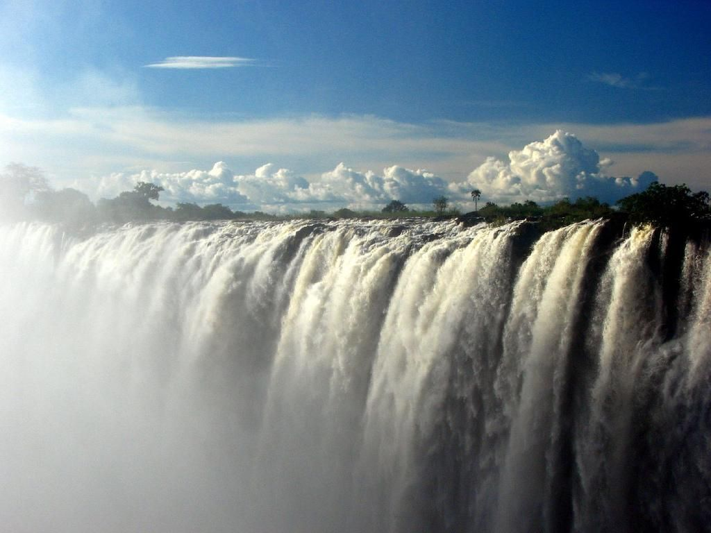 http://www.theafronews.ca/wp-content/uploads/2010/10/victoria-falls-1.jpg