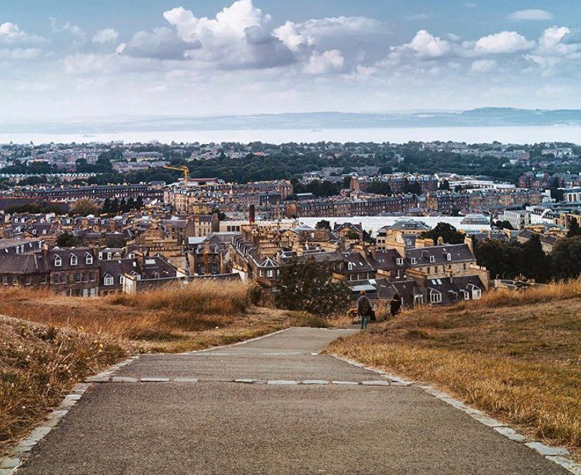 Our #edinphoto of the week was snapped by @elena.s_photography - the beautiful view across the city towards Fife from Calton Hill. Happy…