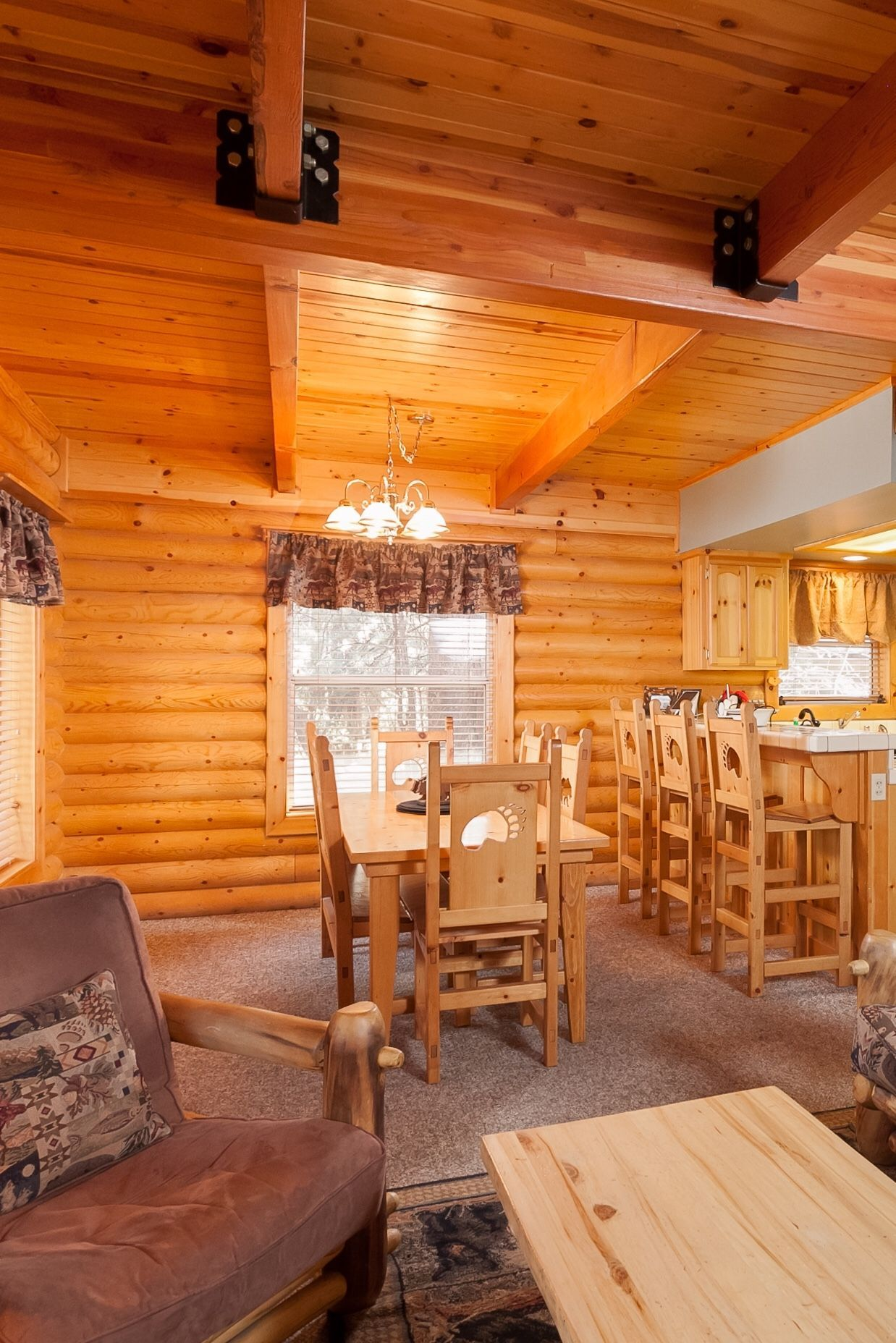 Cozy Home w/ Hot Tub & Huge Game Room 1 Block to Snow