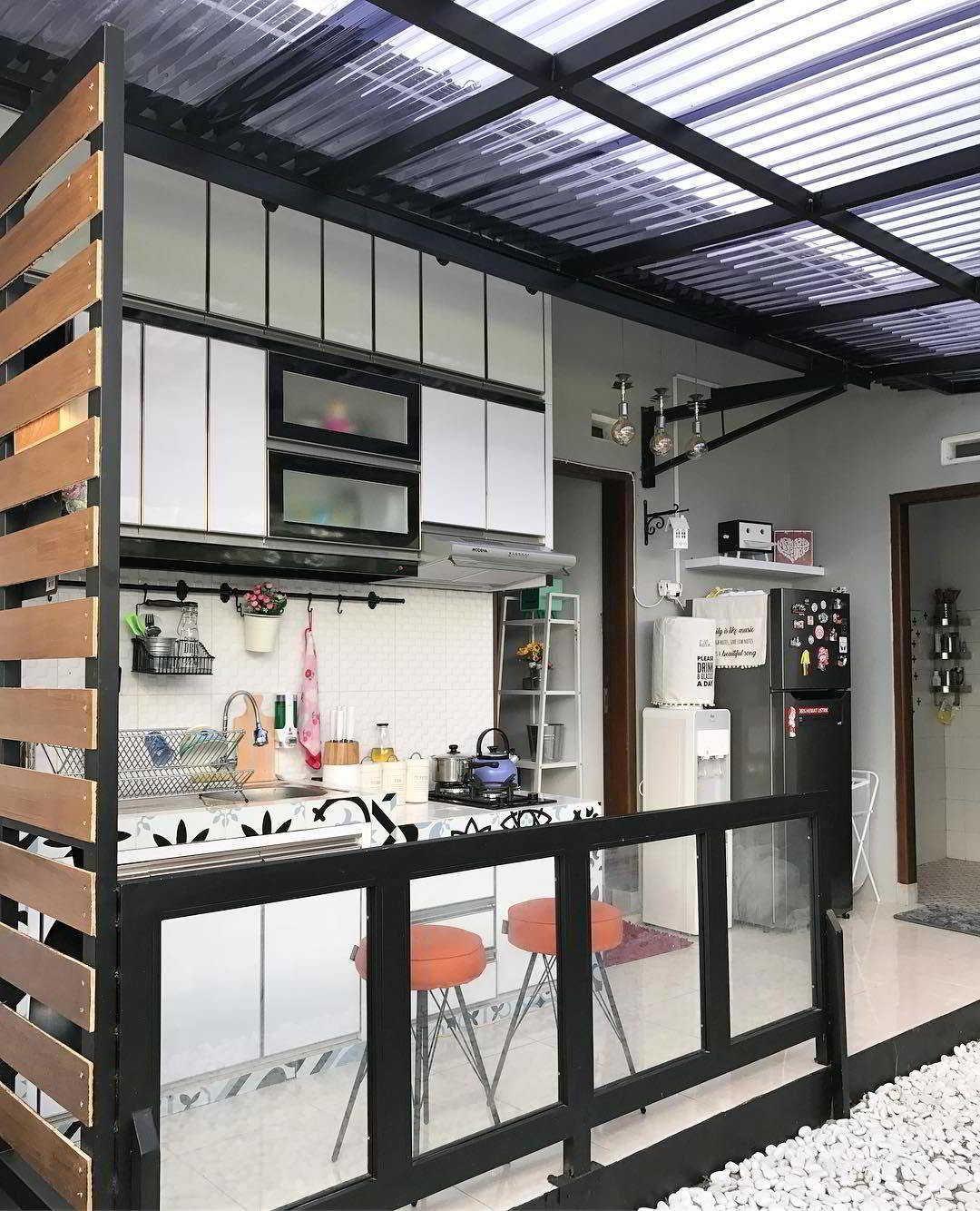 Foto Desain Dapur Semi Outdoor Di Belakang Rumah