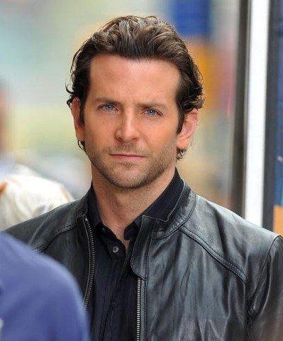 Aw Bradley Cooper Gives A Homeless Man The Jacket Off His Back Bradley Cooper Bradley Cooper Hair Bradley