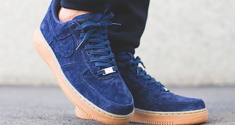 nike-wmns-air-force-1-low-blue-suede-